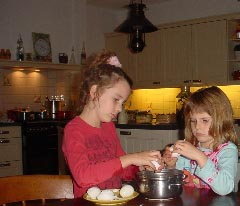kinderen in keuken